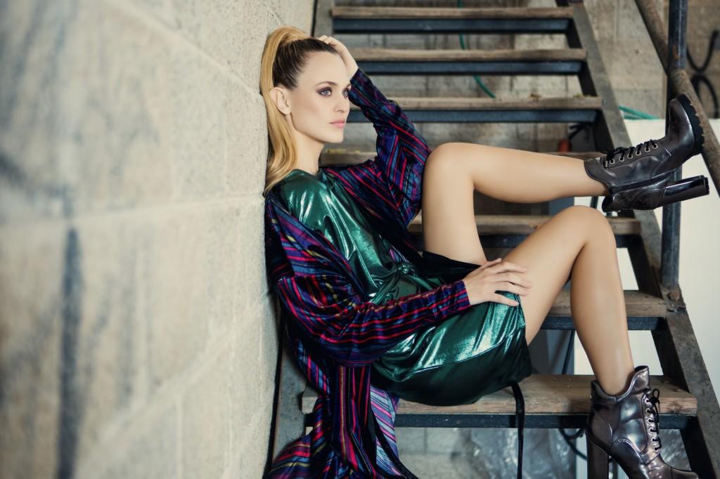 שמלה מטאלית- גליתה, שמלת מעטפת- זארה, מגפיים- Show Off