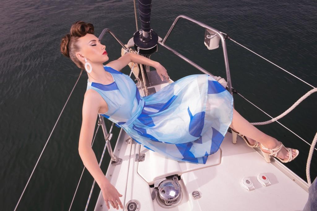 שמלה Ink   עגילים La Flaca Loca