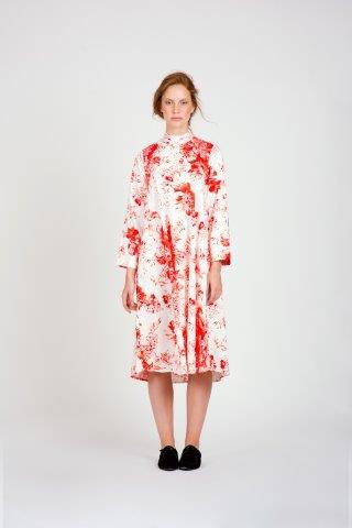 """סופרמרקט / ענת פרידמן שמלה לבנה פרחים אדומים / 350 ש""""ח במקום 729 ש""""ח / צילום יח""""צ"""
