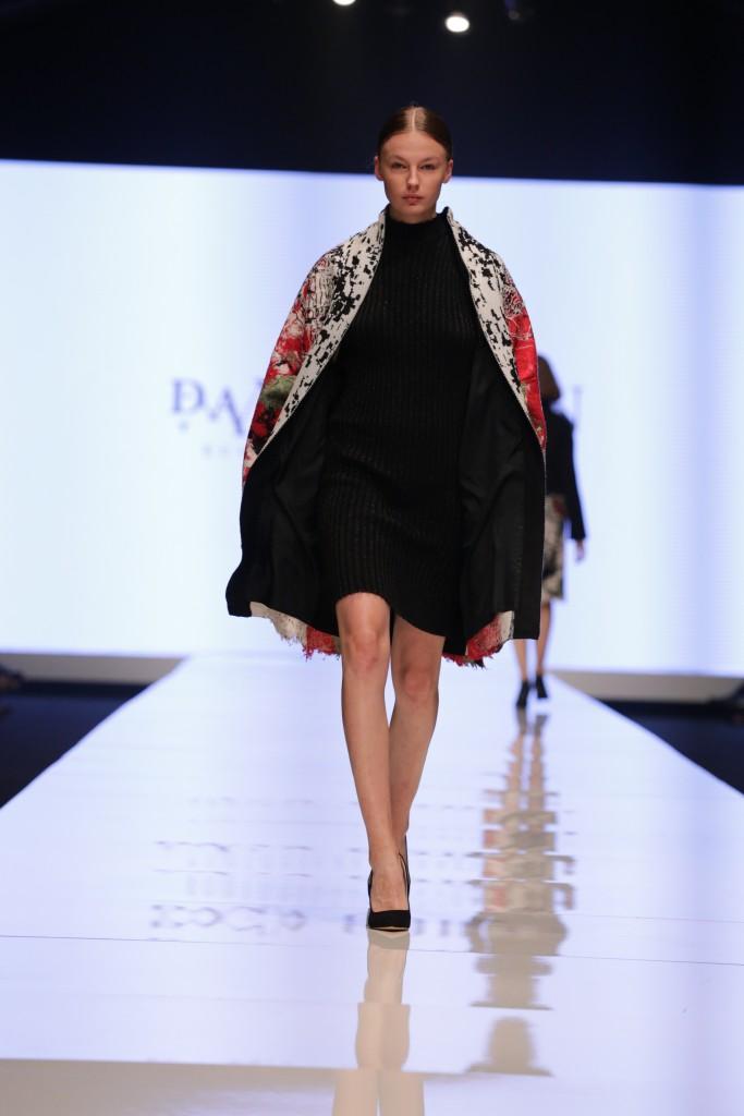 דנה כהן לחממת המעצבים של מפעל הפיס   שבוע האופנה תל אביב 2018   צילום: אבי ולדמן
