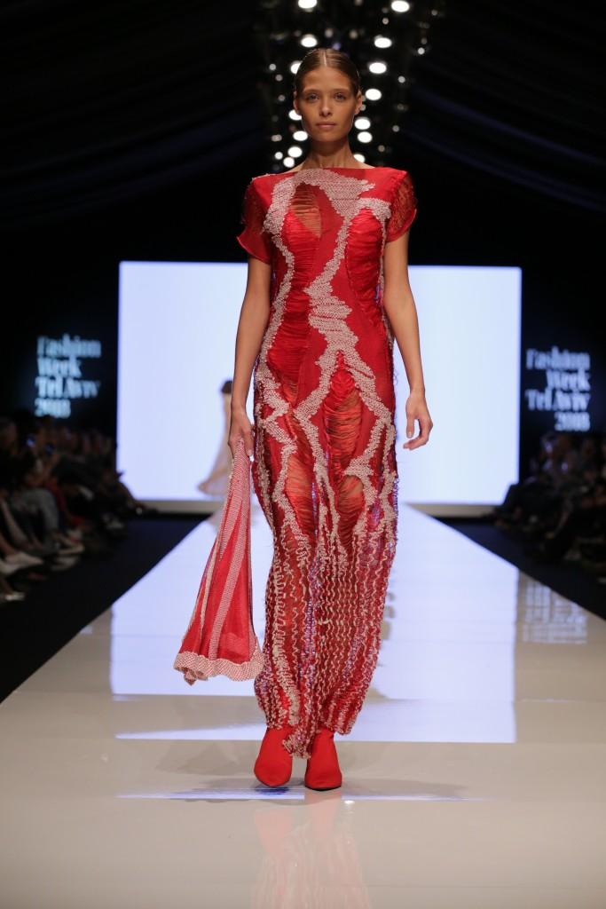 דנה כהן לחממת המעצבים של מפעל הפיס | שבוע האופנה תל אביב 2018 | צילום: אבי ולדמן