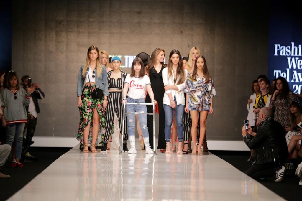 מתוך התצוגה של המותג הצעיר TWENTYFOURSEVEN | שבוע האופנה תל אביב 2018 | צילום: אבי ולדמן
