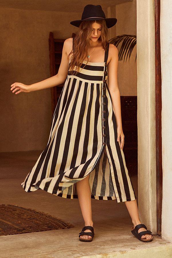 בדיוק חפשנו את השמלה הזאת   URBAN OUTFITTERS   צילום: יח''צ חו''ל