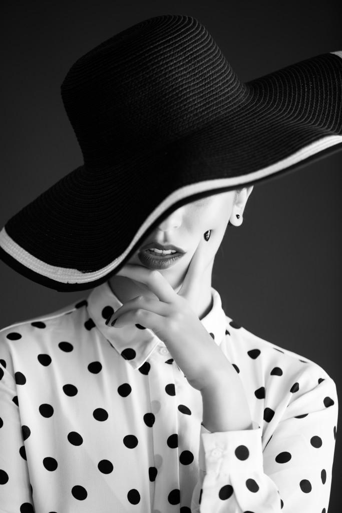 כובע: INK, חולצה: קסטרו