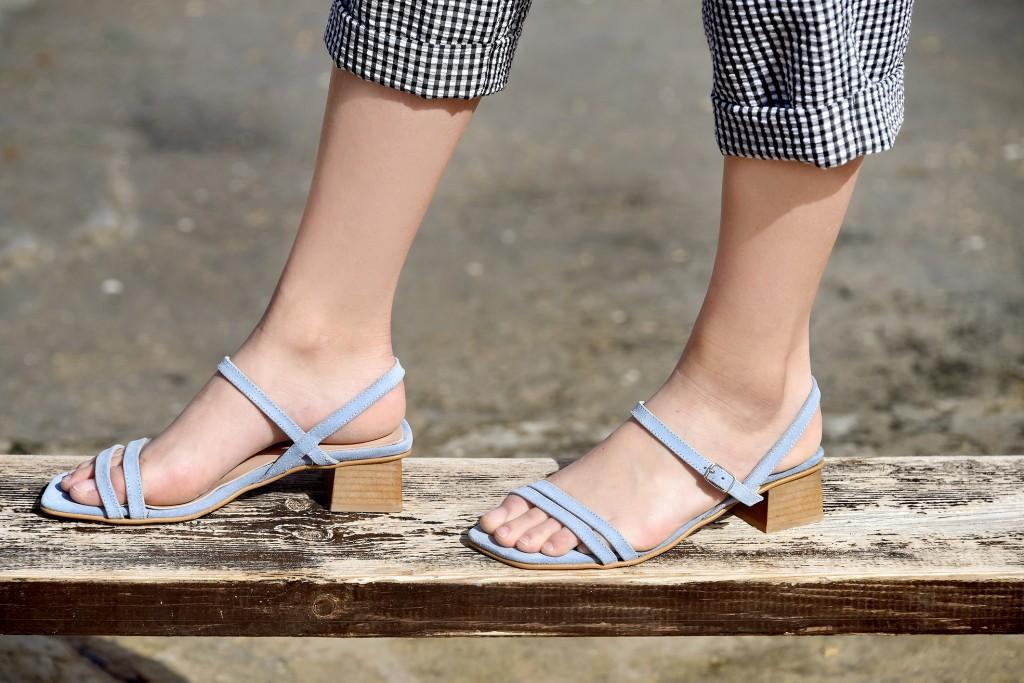 לא מתפשרת על נוחיות בשביל העיצוב | קולקציית קיץ של מותג הנעליים AMRIA | צילום: יח''צ