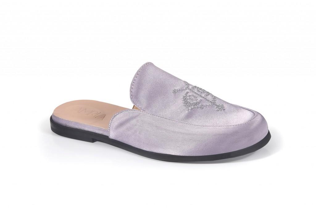 שיתוף הפעולה עם ''רקמה במדבר'', דגם המיולס ברקמת סיפור אהבה | קולקציית קיץ של מותג הנעליים AMRIA | צילום: יח''צ