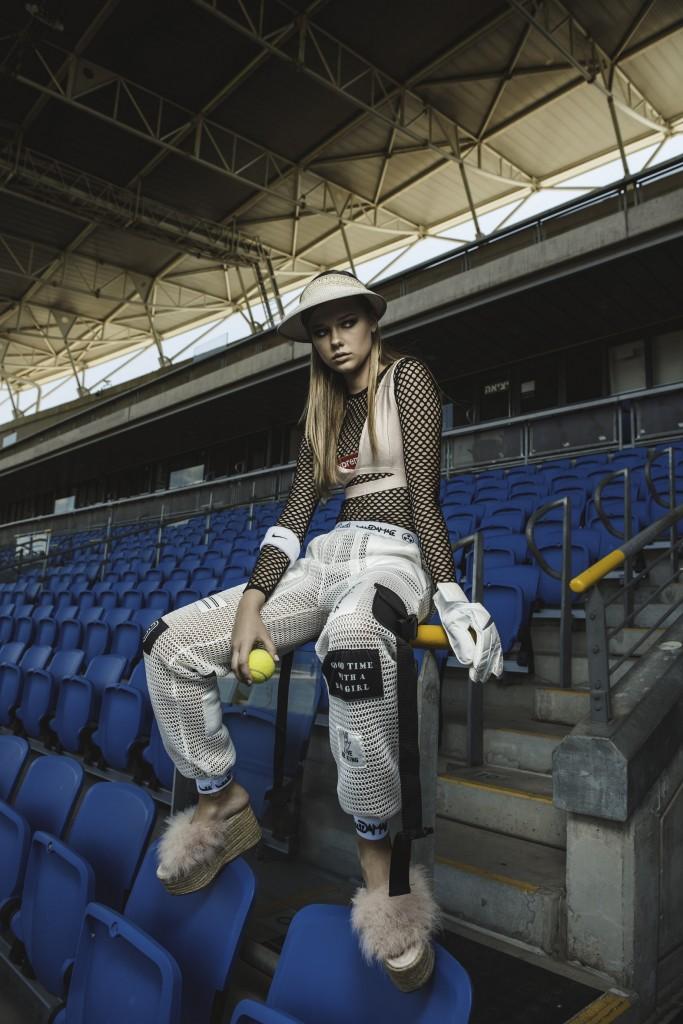 מכנס וחולצה ARKETA | כובע מצחייה ACCESSORIES | מגיני זיעה וכפפה Nike |  נעליים בוטיק OLA רמת השרון
