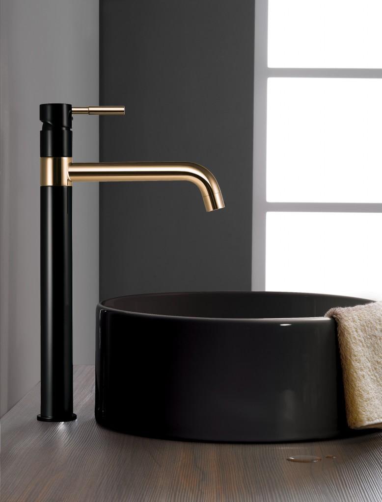 זהב ושחור בחדר האמבטיה | קולקציית הברזים החדשה של חמת | צילום: הדמיה