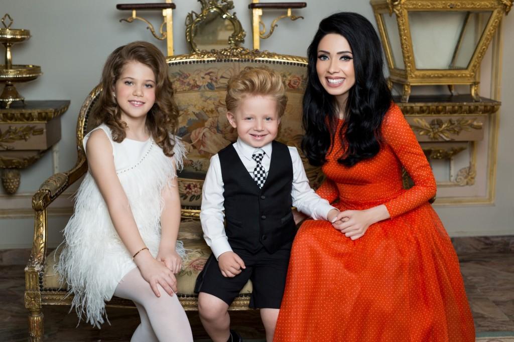 הפרזנטורים שהברון יוליה ורנר מעוניין לאמץ כמשפחתו החדשה - ניקול ראידמן וילדיה ריצי וניקול / צילום: אוהד רומנו