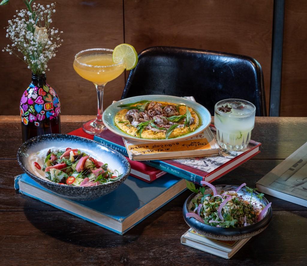 מסעדת בית קנדינוף   צילום: אנטולי מיכאלו