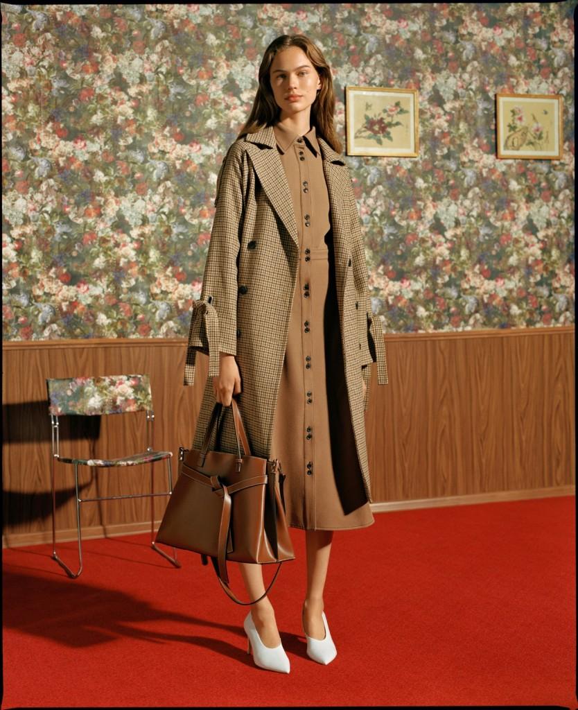 """המוטיבים השולטים בקולקציה הם צווארוני גולף, שמלות מעיל, רקמות דקורטיביות, בדי משבצות ומכנסיים רחבים באווירת שנות ה 70 '/ ריזרבד  2018 / צילום: יח""""צ חו""""ל"""