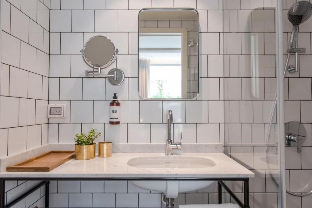 אפשר להתקלח כל יום במקלחת הזו?  | צילום: בועז לביא