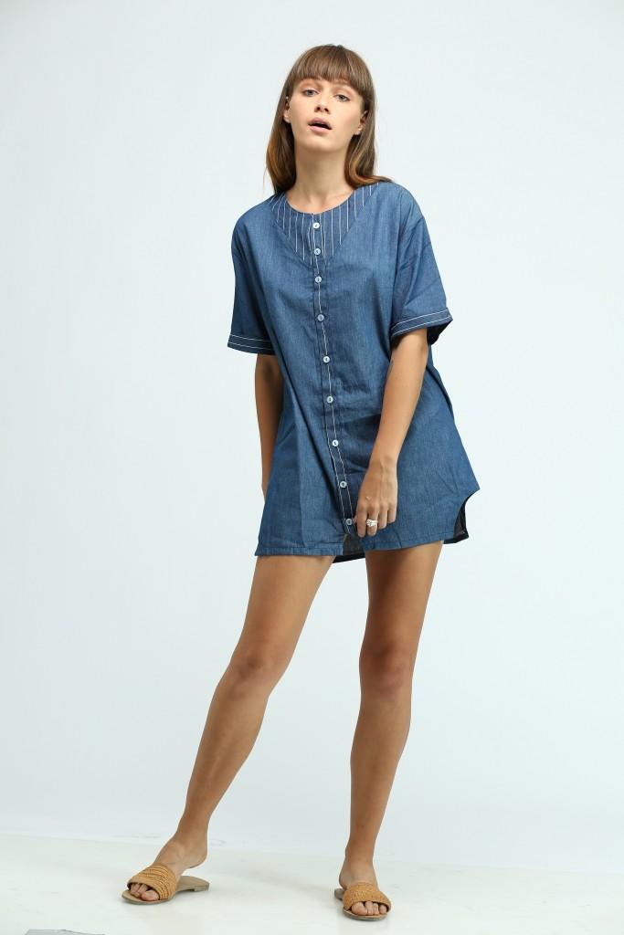 שמלת ג'ינס שאת חייבת בארון שלך | מעוז דהאן לנובוריש דוג | צילום: זהר שטרית