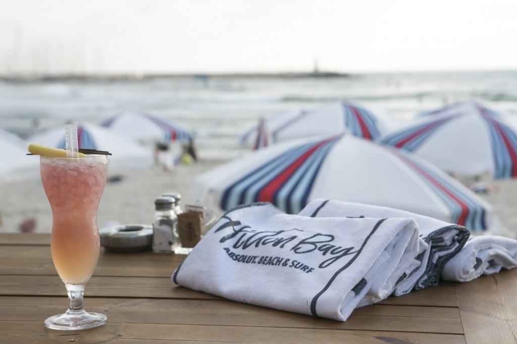 להנות מחוף, ים ואלכוהול   צילום: ליאור גולדסאד