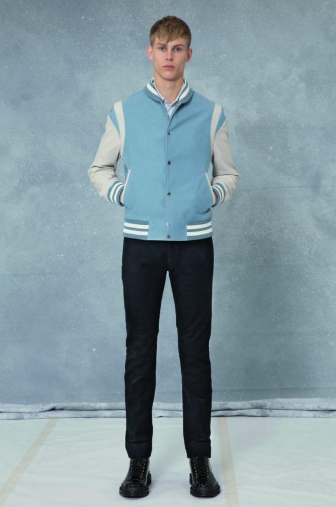"""הקולקציה מורכבת מפריטי לבוש יום יומי הכולל ז'קטים, חולצות טי וג'ינס ועד לסריגים כולל חולצה עם הכיתוב """"Merci. שיהיה לך יום ויטון""""./ צילום: לואי ויטון מלטייר"""