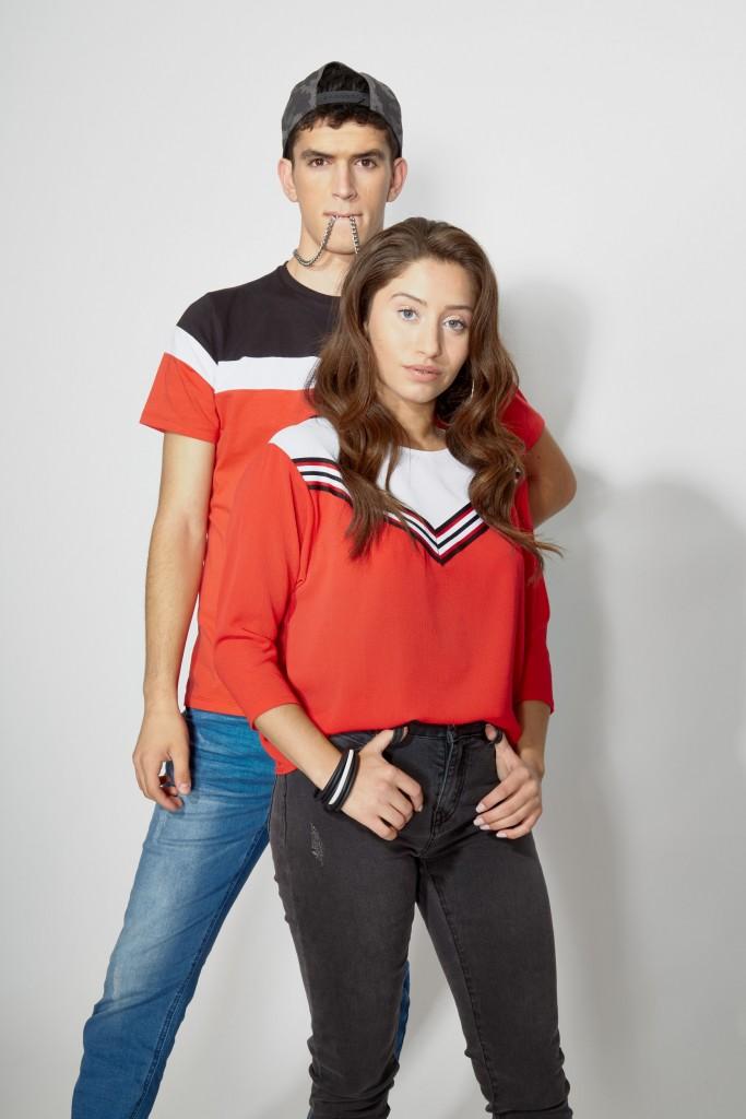 הטי שרט שנחשב לפריט האל זמני והנצחי בארון מתורגם העונה ברשת TNT  במספר וורסיות, דגמים וצבעים.