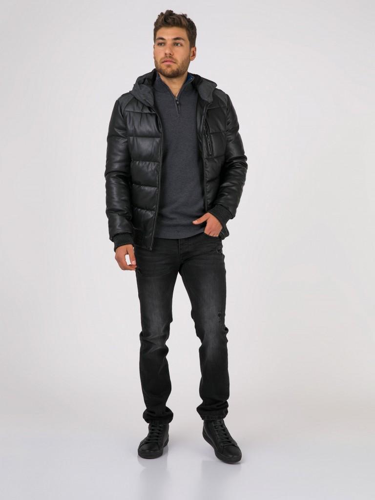 בקולקציה הנוכחית השטיפה הדומיננטית הינה BLUE/BLACK - זהו גוון של ג'ינס כחול מאוד כהה עם נטייה לשחור. שטיפה זו מגיעה בכל הגזרות עם מגוון של דיטילים וקרעים.