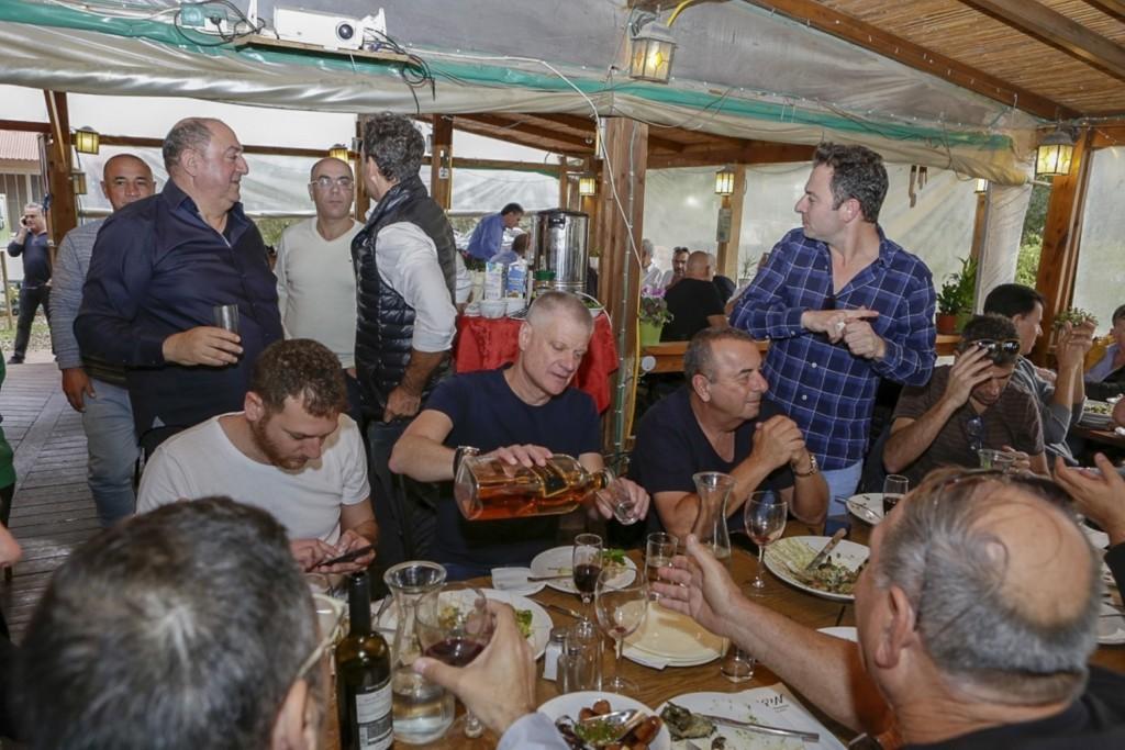 אנשי עסקים במסעדת מידס / צילום: בן פרידמן
