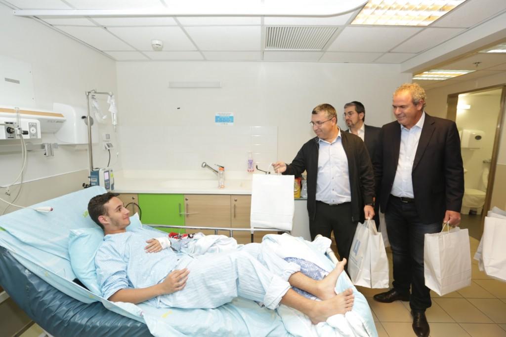 יורם דבש, ישראל וונצובסקי עם החולה עידו אדלמן