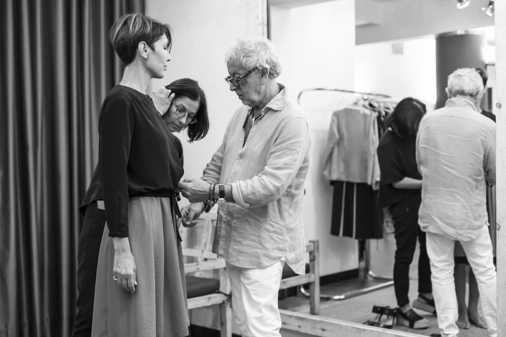 לאחר 56 שנות פעילות שבה השפיע רבות על האופנה המקומית המעצב, גדעון אוברזון פורש   צילום: ינאי דיטש