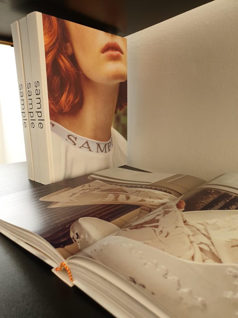 כריכת הספר שמסכם עשור לעשייה של המותג | צילום: רייצל רביבו