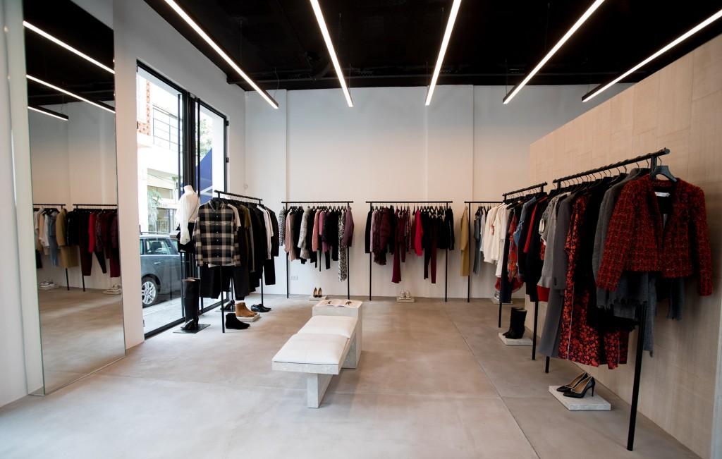 חלל החנות של המותג IRO מעוצב בהתאם לקונספט צעיר ונועז   צילום: יח''צ