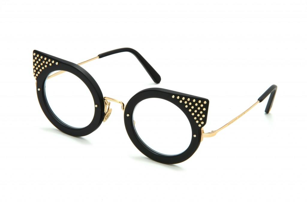 אולי הפעם היא תסכים להרכיב משקפי ראייה   קולקציית משקפי השמש של פיליפ פליין   צילום: איתי סינדל