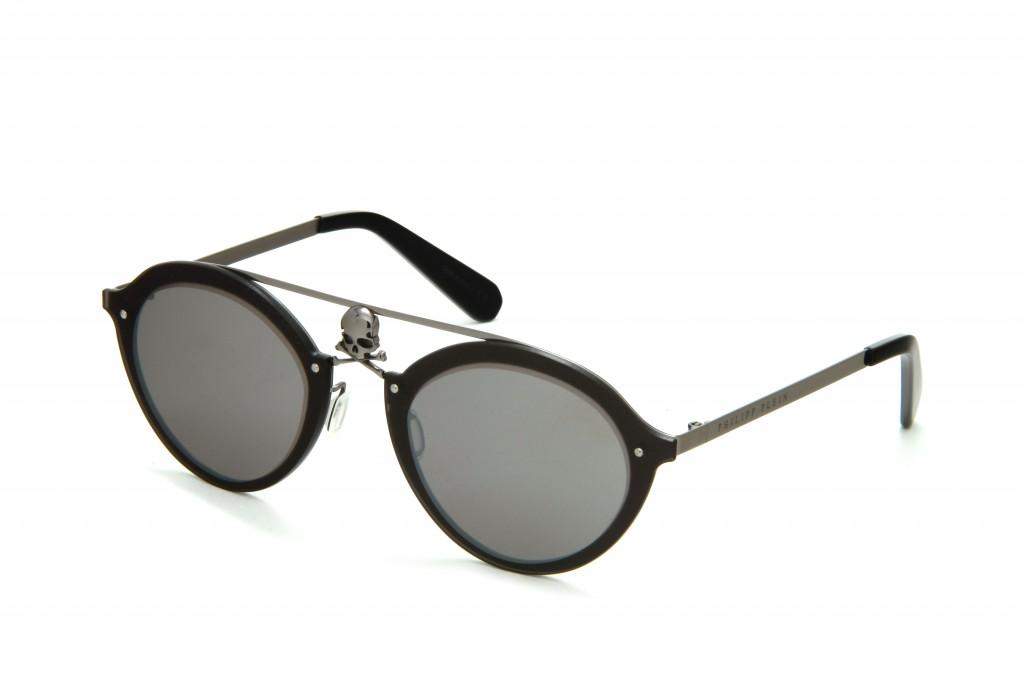 סימן ההיכר של המותג גולגולות   קולקציית משקפי השמש של פיליפ פליין   צילום: איתי סינדל